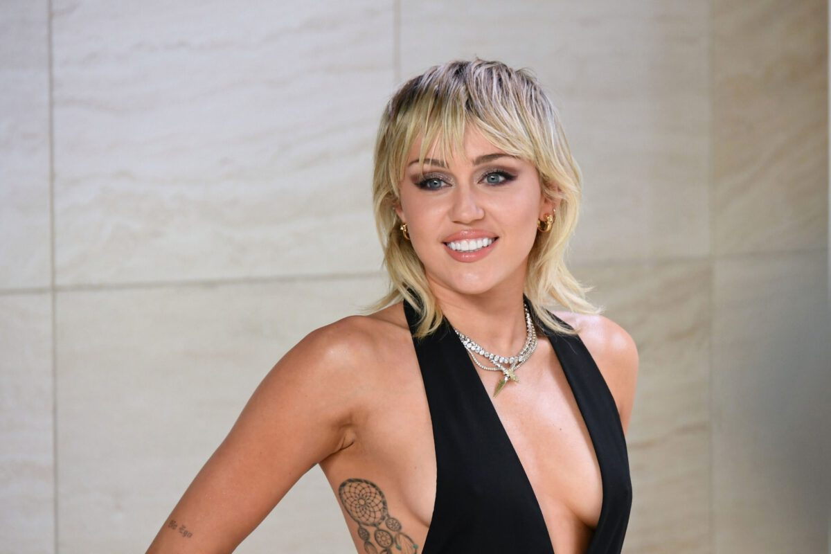 Outfit Obsession: Miley Cyrus Effortlessly Spins a Sexy 90s Look
